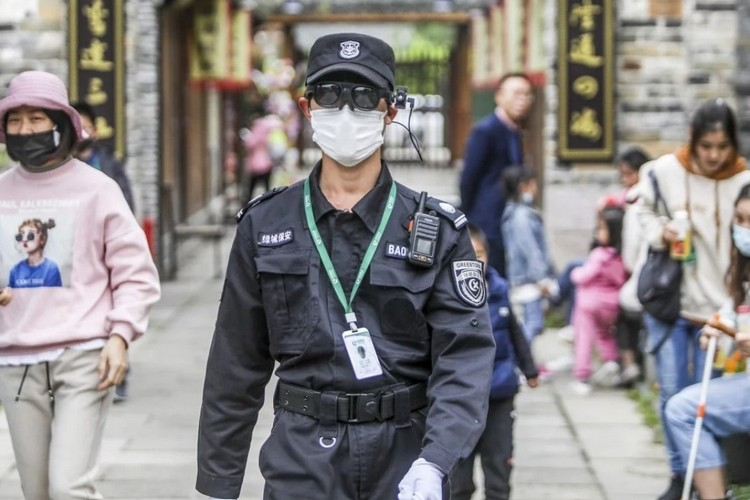 China is Using AI-Powered Glasses to Detect Hundred Citizens with Fever