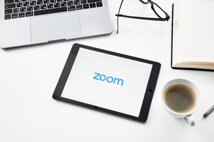 How to Share Your Screen on Zoom [Desktop and Mobile]