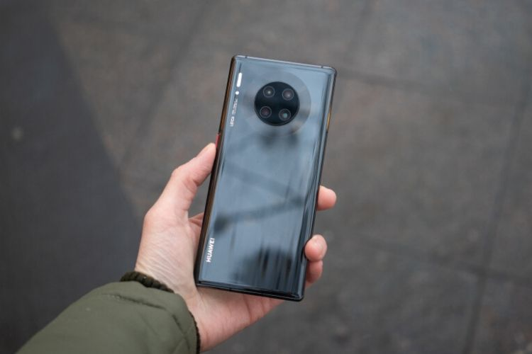 Huawei Once Again Caught Passing Off DSLR Shots as Camera Samples From its Phones