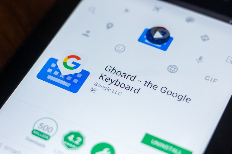 Gboard Rolling out Image Pasting and Google Lens Integration on Android
