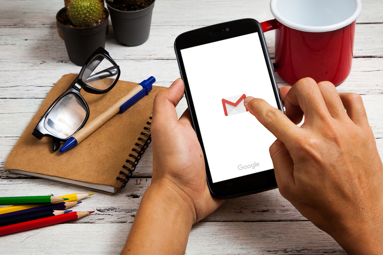 How to Add Hyperlinks in Emails Using the Gmail App