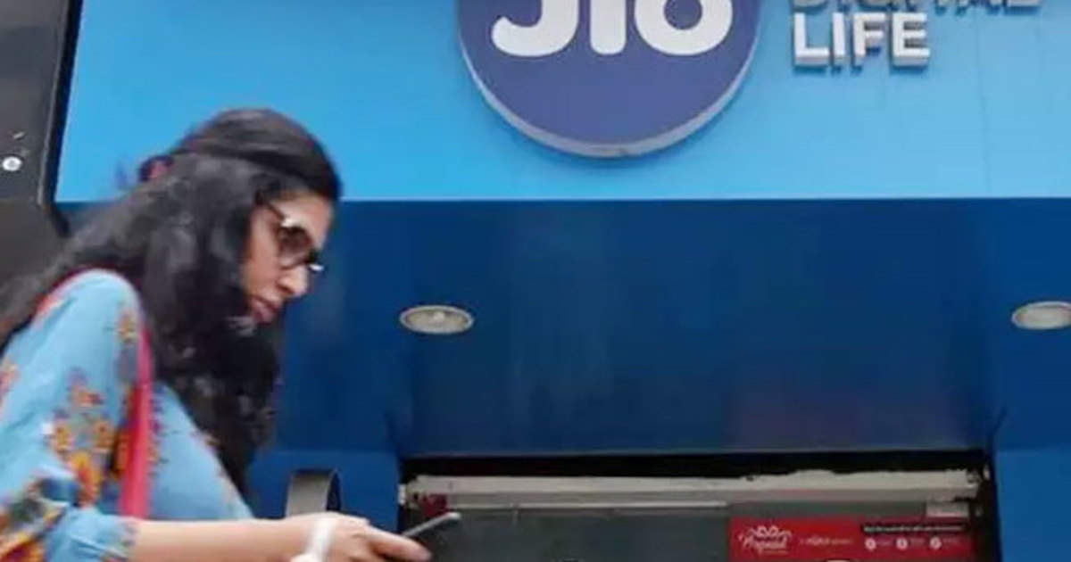 Reliance Jio: Jio's 5 Dhansu plans, free calls and data up to 740GB - reliance jio prepaid recharge plans know calling and data details