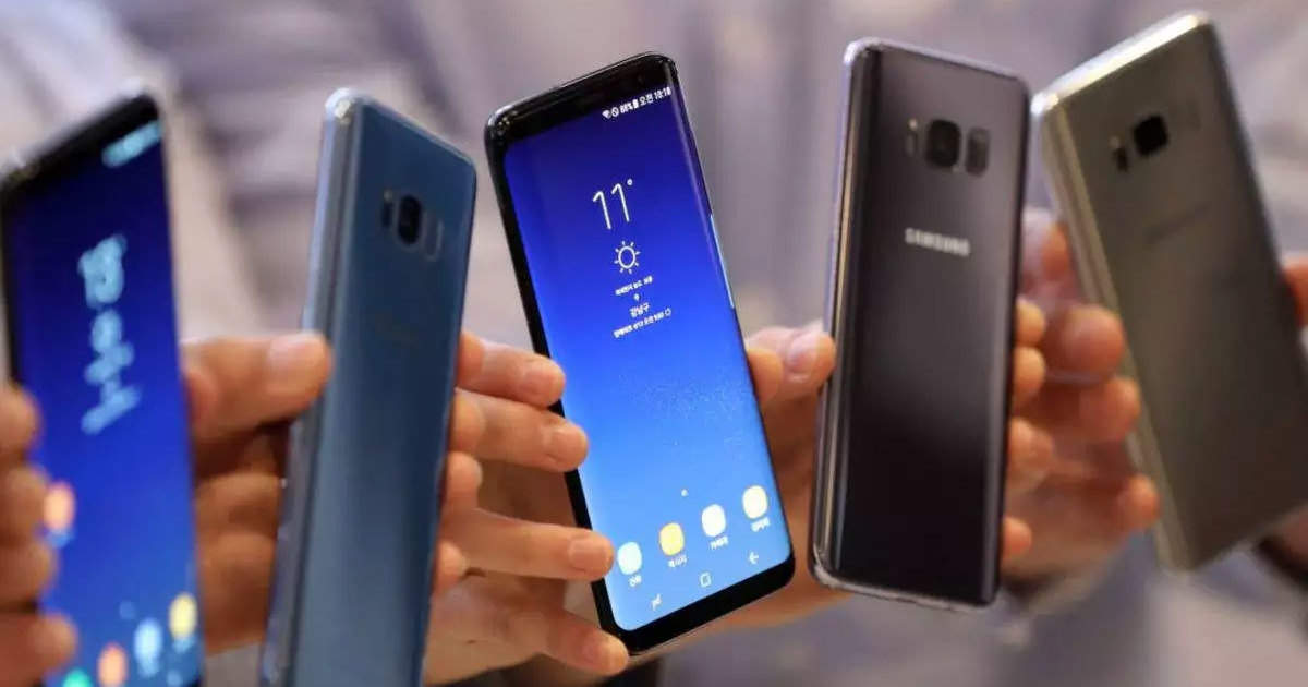 Smartphone market: Smartphone buyers become less, companies expect from festive season - Smartphone sales are going down due to less demand, expectations from festive season
