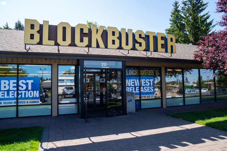 """Airbnb Users Can Now Rent the World's Last """"Blockbuster"""" Store"""