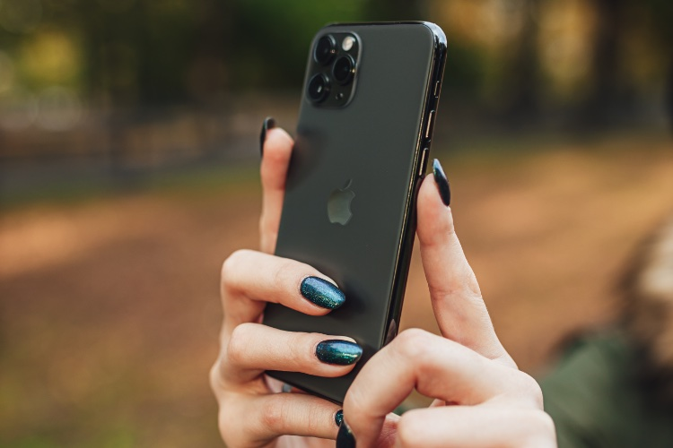 How to Use Volume Buttons to Capture Photos and Videos on iPhone