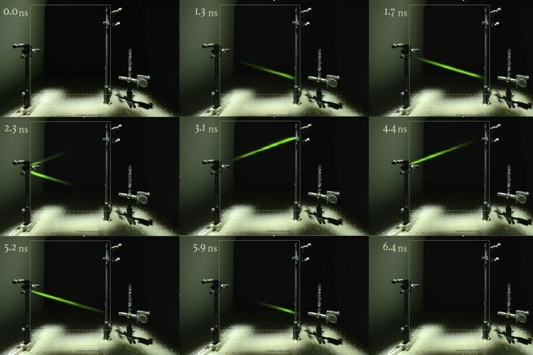 Researchers Captured Light Bouncing Off Of Mirrors Using Ultra Slow-Mo Camera