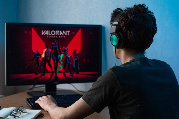 """Top 5 Agents in Valorant With the Best """"Ultimate"""" Abilities"""
