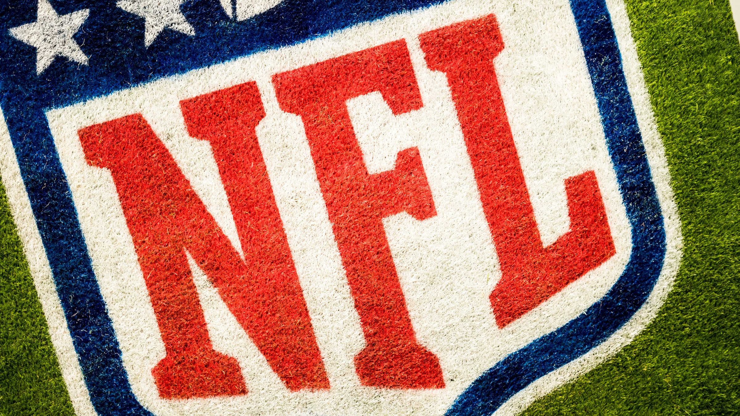Verizon partners with the NFL to offer live viewing parties and AR replays