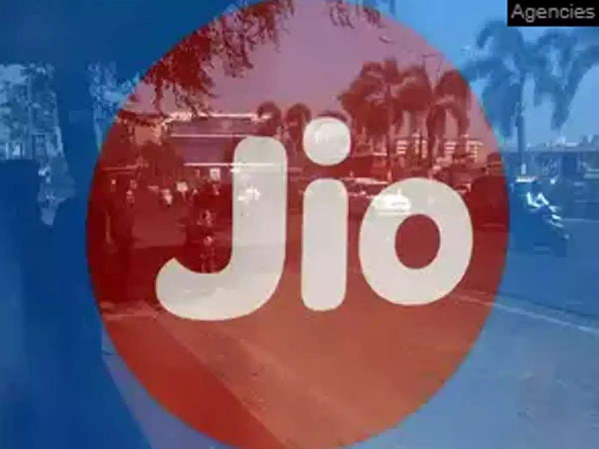 jio smartphone under 4000: Reliance Jio is bringing cheap android smartphone, will be teasing in the market!  - reliance jio bringing entry level phone market may shake up smartphone industry