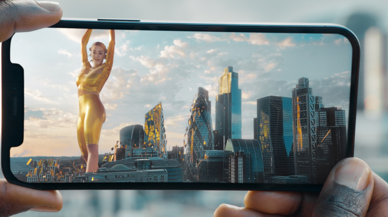 EE uses iPhone 12 Pro's AR to show off 5G's early capabilities