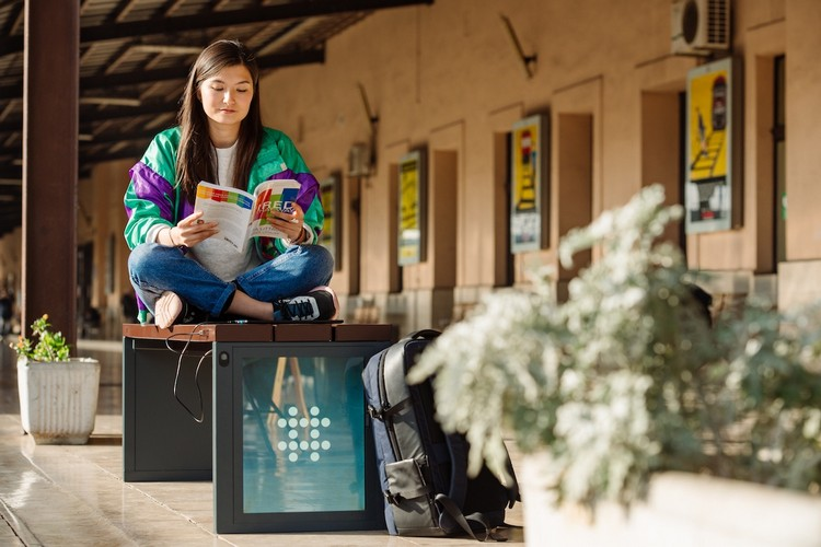 These Smart Benches Can Charge Smartphones and e-Bikes