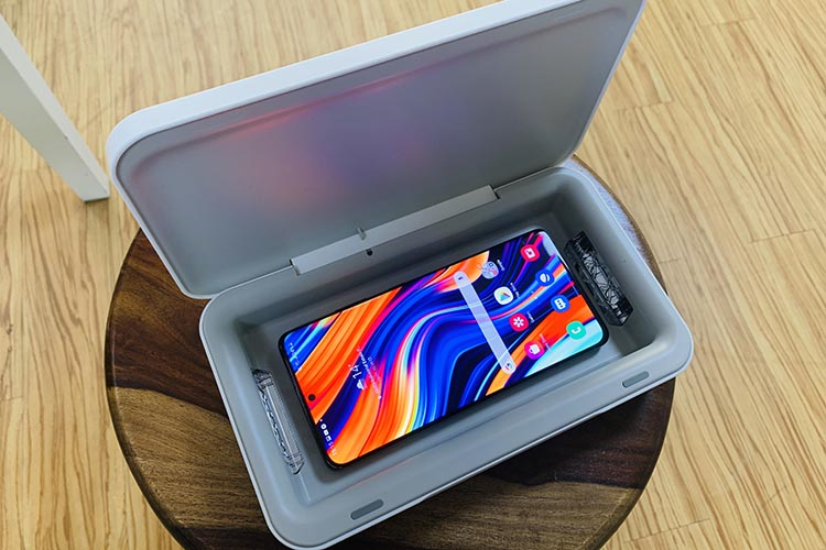 Samsung UV Sterilizer and Wireless Charger Review: Nothing Extraordinary