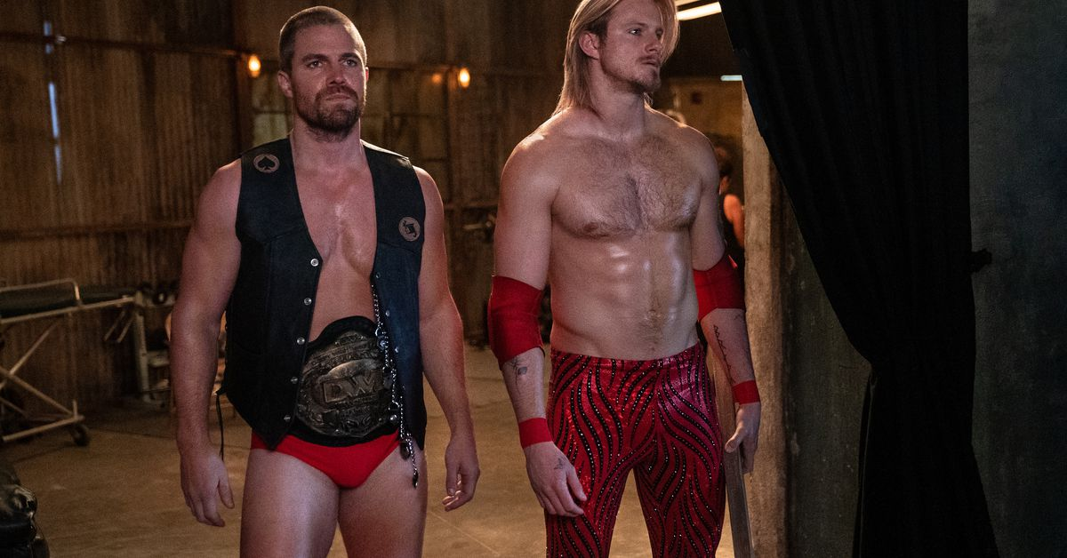 Stephen Amell, Alexander Ludwig hyped Comic-Con wrestling crowd for Heels