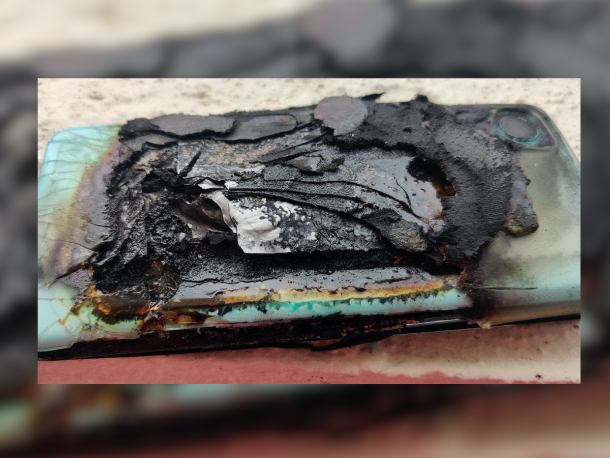 Smartphone blasts in 2021: Not only OnePlus Nord 2, these 8 smartphones exploded like a bomb in the year 2021, are you even using it - smartphone blasts in 2021 these 8 mobile phone catches fire and blasts this year oneplus nord 2 samsung galaxy a21 oppo a53 vivo y20 and more
